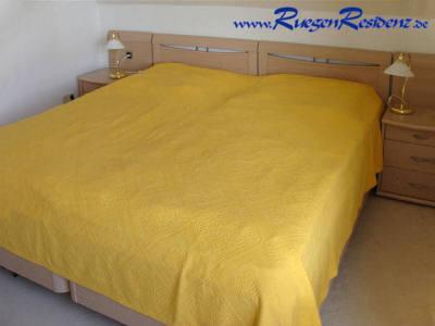 Doppelbett im Schlafzimmer der FeWo