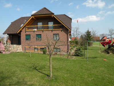 Im Untergeschoss dieses schönen Neubaus am Ortsrand von Zudar / Rügen liegt Ihre Ferienwohnung