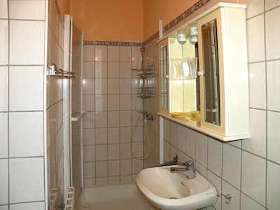 Modernes Bad mit Duschkabine in Ihrer FeWo