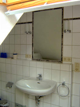 Das Badezimmer im Obergeschoß