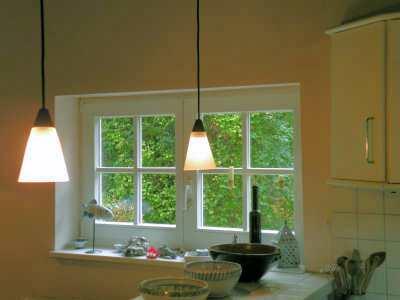 Blick aus dem Küchenfenster in den Gutsgarten
