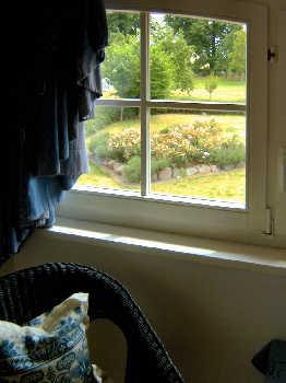 Blick aus dem Fenster des Schlafzimmers Nr.2 in den Garten