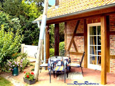 Die FeWo Nr. 1 Altes Gutshaus hat als Endhaus einen großzügigen Garten