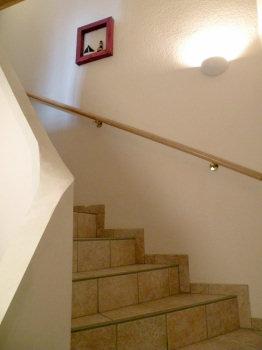 Die Treppe vom Erdgeschoss nach oben zu den Schlafräumen