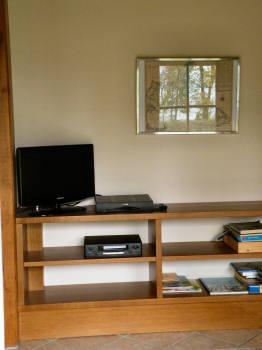 moderner Fernseher mit Flachbildschirm