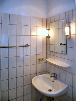 """Blick ins Badezimmer FeWo Nr.4 """"Altes Gutshaus Losentitz"""" auf Rügen"""