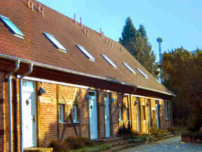 Eingangsseite des Gutshauses - im Hintergrund das Storchennest