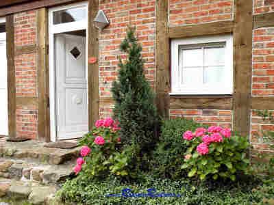 Willkommen! Der Eingang zu Ihrer Ferienwohnung im Gutshaus