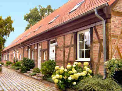 Die Hauseingangsseite des Alten Gutshauses Losentitz / R�gen