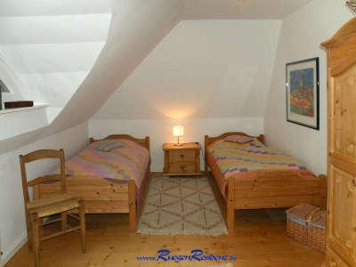 Das Schlafzimmer Nr.2 bietet zwei Einzelbetten