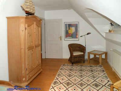 Schlafzimmer Nr. 2 natürlich ebenfalls mit einem Kleiderschrank ausgestattet